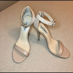 "Steve Madden ""Realove"" Nude Patent Leather Heel"